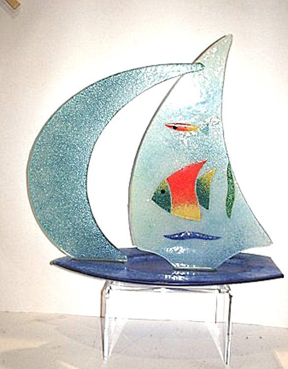 Barca in vetro con pesci