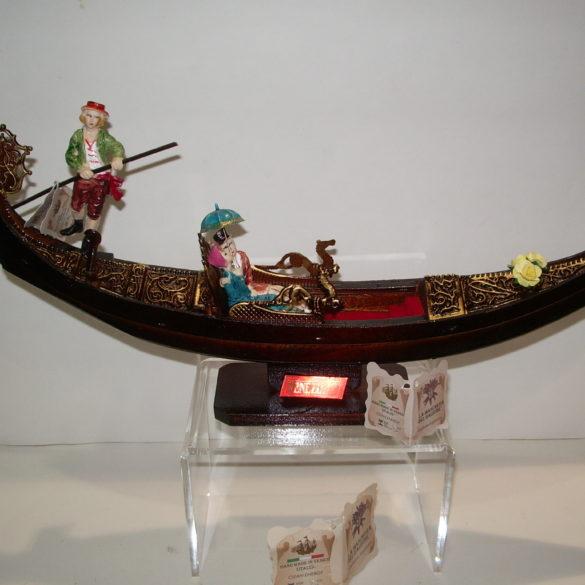 Gondola in legno artigianale