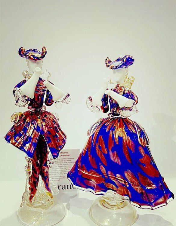 Dama e cavaliere in vetro di murano avventurina blu