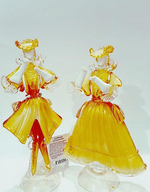 Dama e cavaliere in vetro di murano gialla