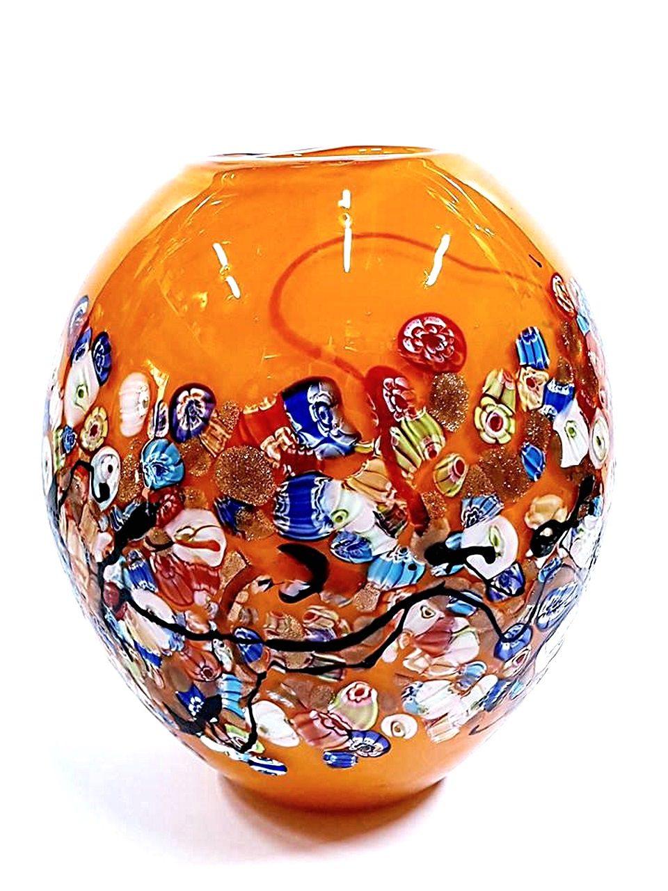 Vaso arancione bombato con murrine