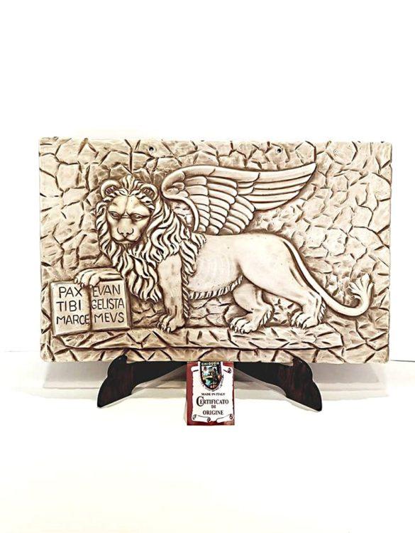 Leone con libro ceramica made in Veneto