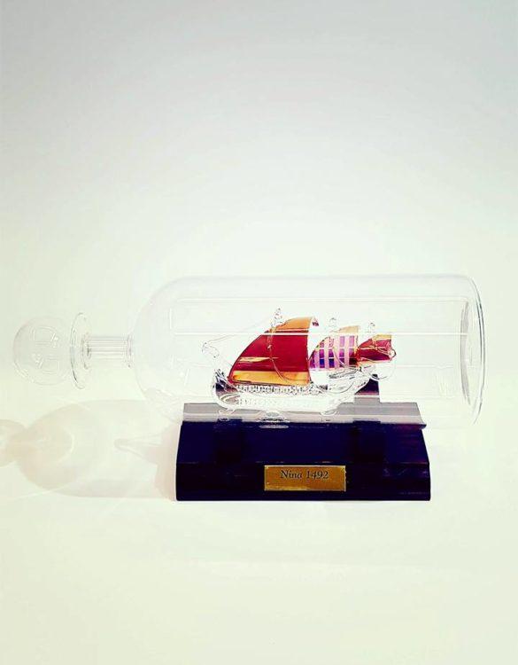 Nina in bottiglia di vetro